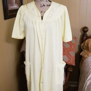 Adonna housecoat sz med nwt